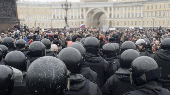 Песков связал рост протестной активности свыборами президента в будущем году