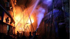 В столице Бангладеш при пожаре в жилых зданиях погибли 70 человек