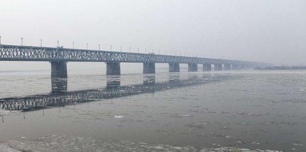 Россия и Китай завершили соединение моста через Амур