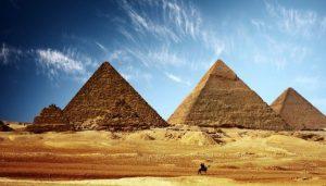 В Египте у музея пирамид произошёл взрыв рядом с туравтобусом