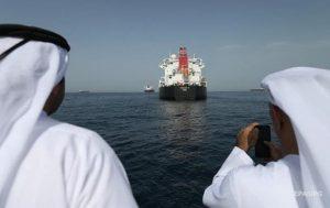 В Оманском заливе совершено нападение на да крупных нефтяных танкера