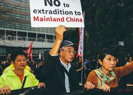 В Гонконге на фоне митингов отложили принятие закона об экстрадиции