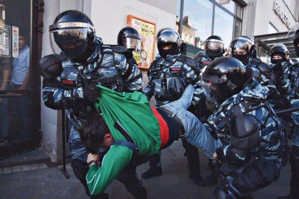 Суд вернул в полицию протокол на участницу акции 10 августа, избитую при задержании