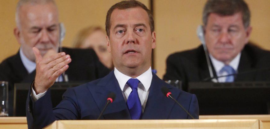Медведев пояснил условия для перехода на четырехдневную рабочую неделю