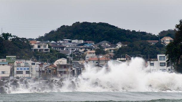 В Японии объявили наивысший уровень опасности из-за тайфуна «Хагибис»