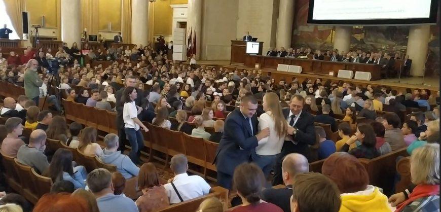В МГУ задержали активисток, обратившихся к ректору с вопросом о Мифтахове