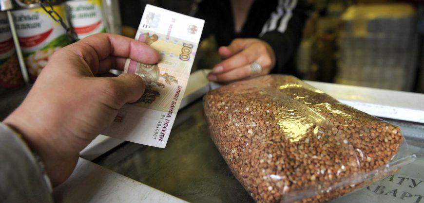 Россияне стали покупать крупы вместо овощей из-за роста цен