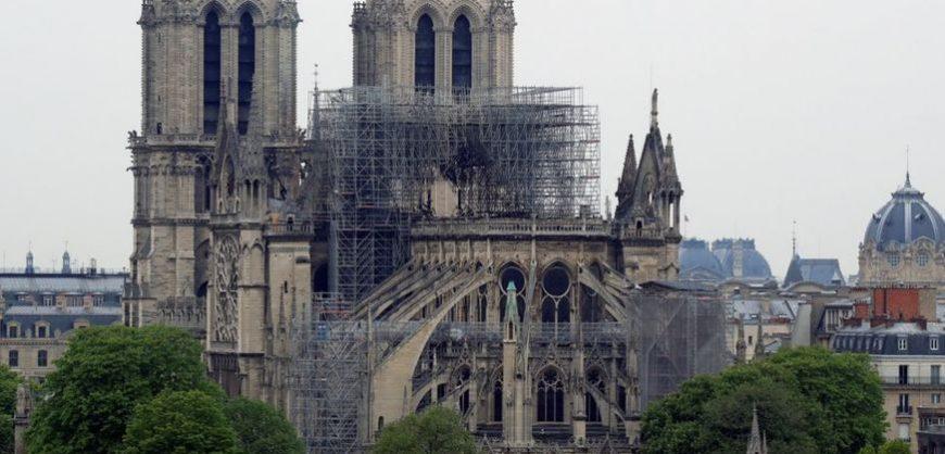 Во Франции разгорелся конфликт из-за реставрации Нотр-Дам