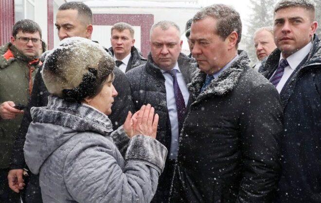 В Алтайском крае нашлись 25 млн руб на котельную после тогго, как пенсионерка упала на колени перед Медведевым