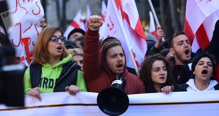 Власти Грузии не намерены назначать внеочередные выборы, несмотря на протесты