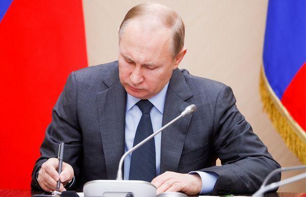 Путин объяснил смысл закона об оскорблении власти