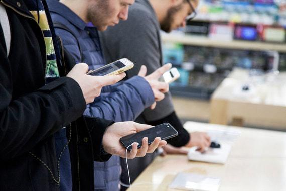 Госдума запретила продавать в России смартфоны без