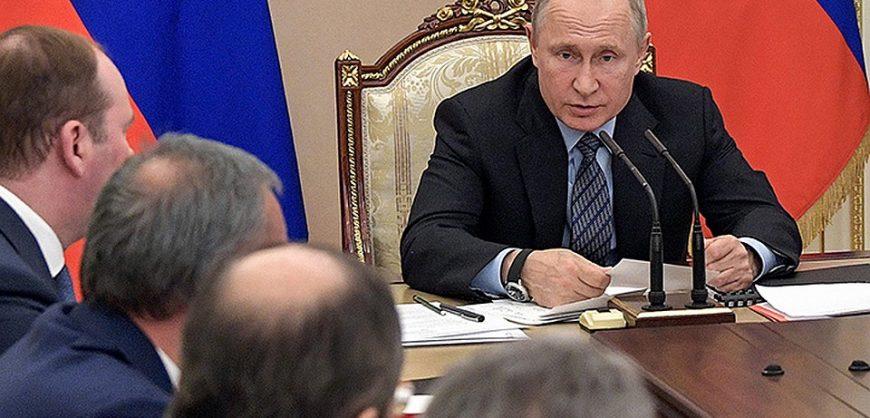 Путин заявил о сокращении расходов на оборону и безопасность