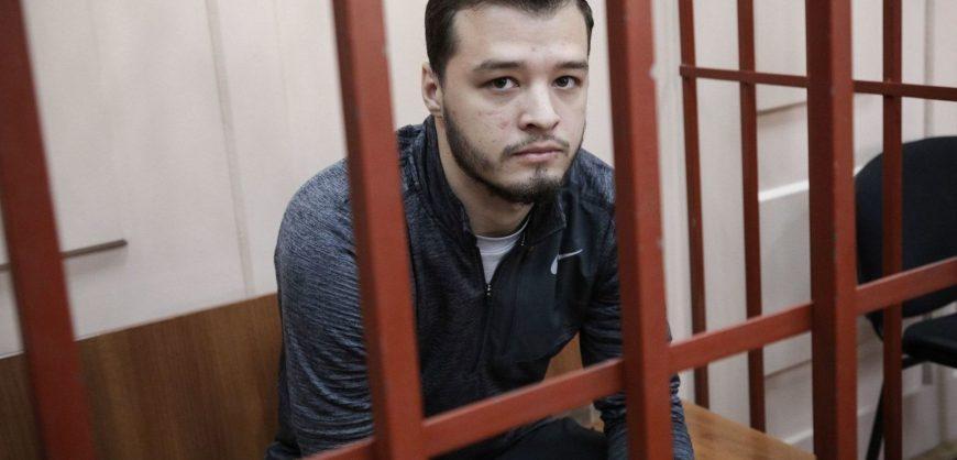 Фигуранта московского дела приговорили к году колонии за толкание полицейского
