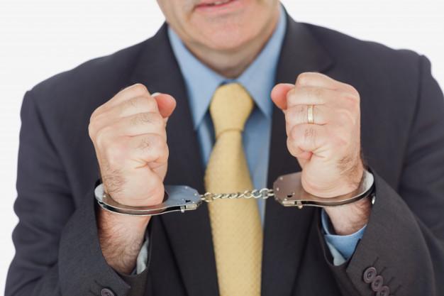 У Кремля «есть вопросы» к применению статьи об организации преступного сообщества