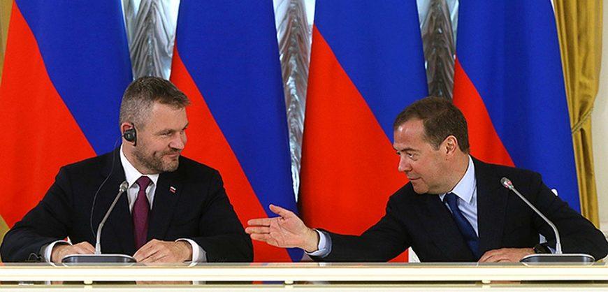 Медведев призвал Украину не требовать от РФ выплат по судебным решениям