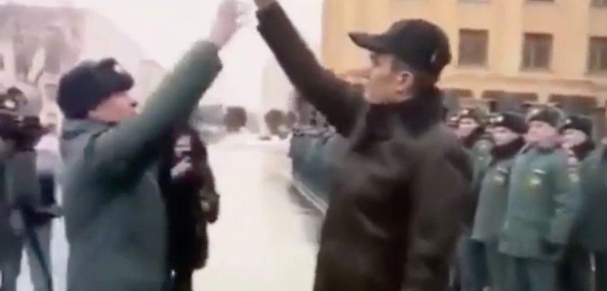 Главу Чувашии, заставившего офицера прыгать за ключами, исключили из ЕР