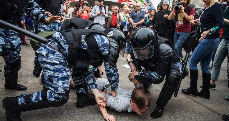 Полицейские и росгвардейцы, работающие на митингах, получат надбавки «засложность задач»