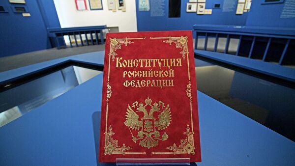 Песков объяснил спешку с принятием поправок к Конституции