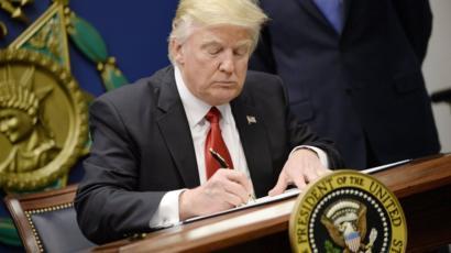 Трамп хочет ограничить въезд в США гражданам Белоруссии, Киргизии и еще пяти стран