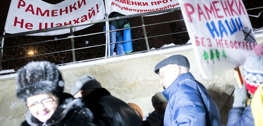 В Москве избиты два депутата и жители, выступающие против строительства многоэтажки в Раменках