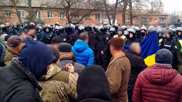 На Украине жители протестуют против приезда эвакуированных из Уханя