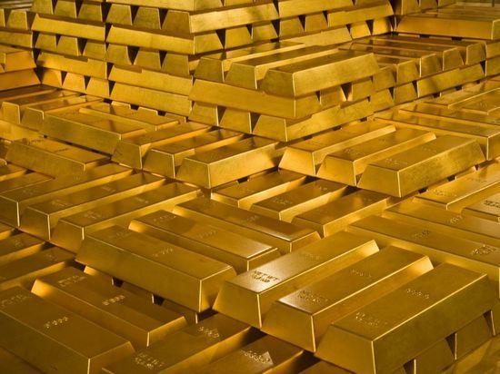 Великобритания закупила рекордно количество золота в России