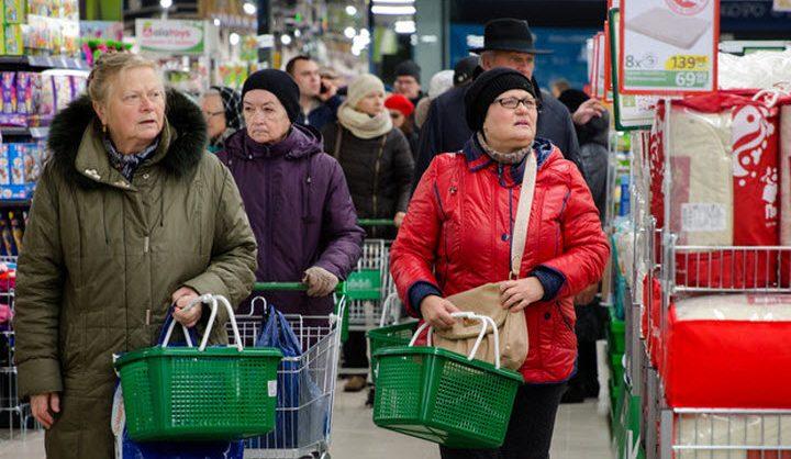 «Ромир»: россияне за один поход в магазин покупают все меньше товаров