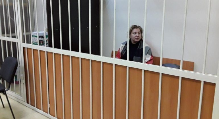 Сотрудницу администрации Калининского района отправили под домашний арест по делу об откатах