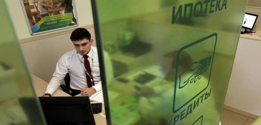 Эксперт: в России из-за обвала рубля увеличатся ставки по ипотеке