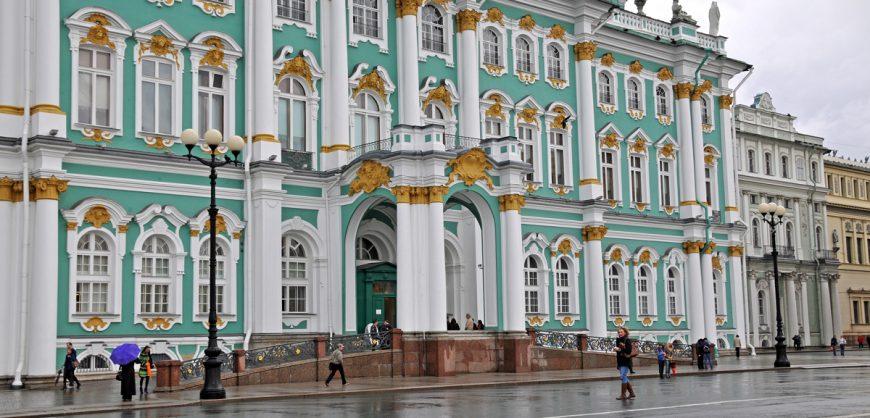 Главные музеи и театры Петербурга закрываются в связи с коронавирусом