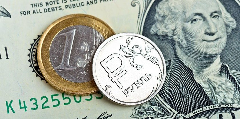 Центробанкповысил официальный курс доллара почти на три рубля — до 80,88 рубля
