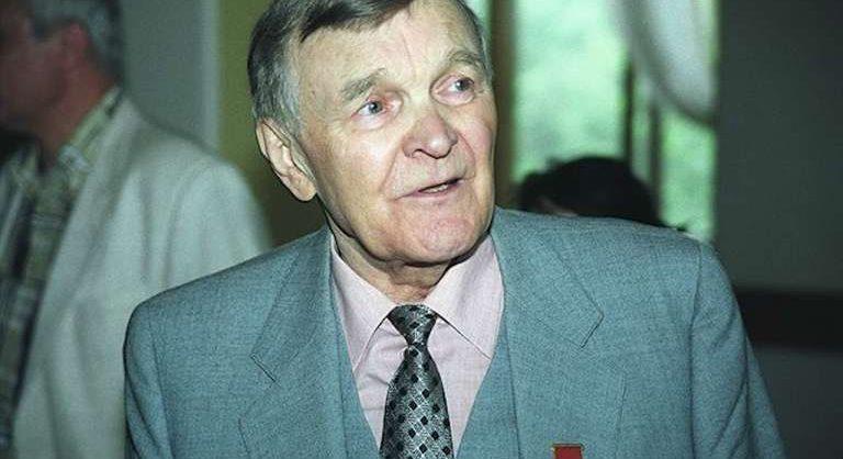 Умер советский писатель-фронтовик Юрий Бондарев