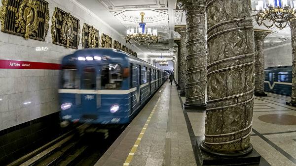 Метро Петербурга переходит на сокращенный режим