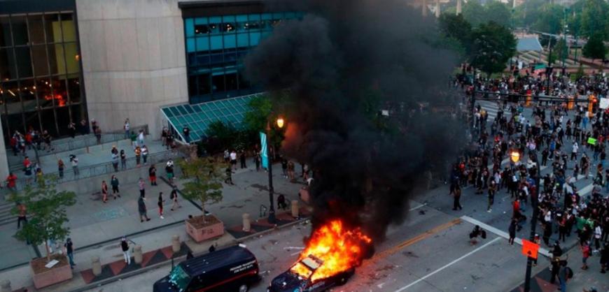 В городах США начались массовые беспорядки после гибели афроамериканца в Миннеаполисе