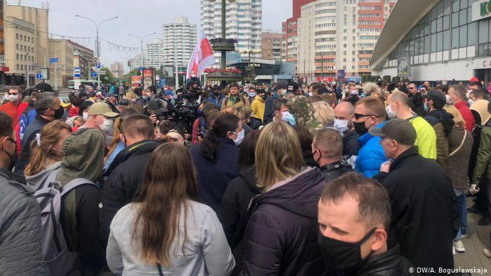 В Белоруссии проходят массовые пикеты в поддержку оппозиционных кандидатов в президенты