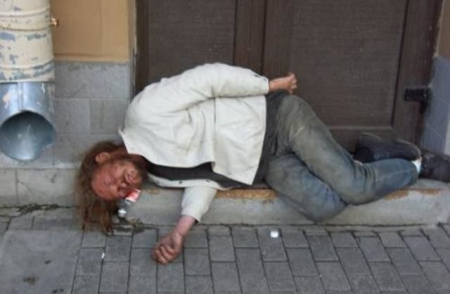В России выросла смертность трудоспособного населения: из-за алкоголизма и вируса