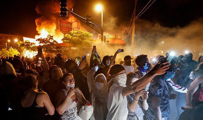 В ходе протестов в США погибли 11 человек, сотни людей пострадали