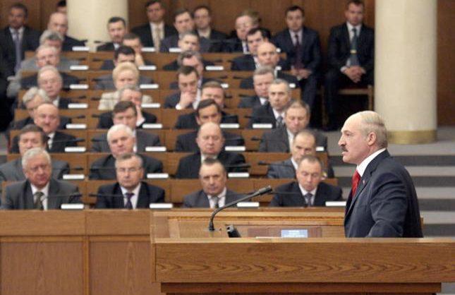 Лукашенко отправил правительство в отставку и назначил нового премьера