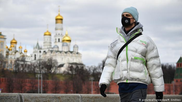 Число заболевших короновирусом в России за сутки выросло на 8779 человек