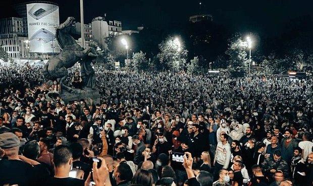 В Белграде несколько часов продолжались акции протеста из-за введения комендантского часа