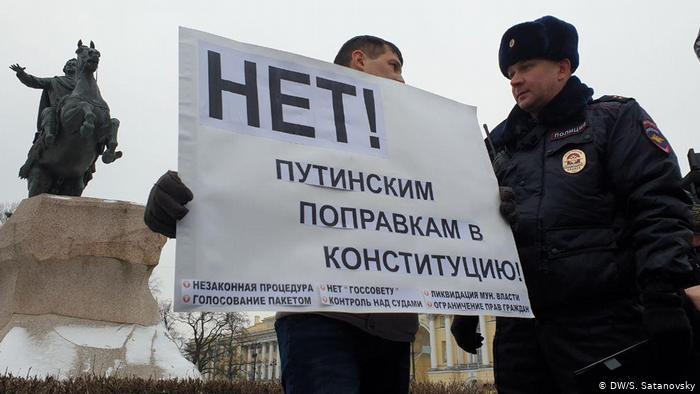Смольный отказал в проведении митинга против поправок к Конституции
