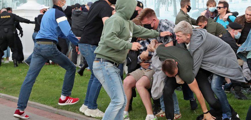 В Минске задержаны более 200 участников протестов из-за отказа в регистрации Бабарико и Цепкало