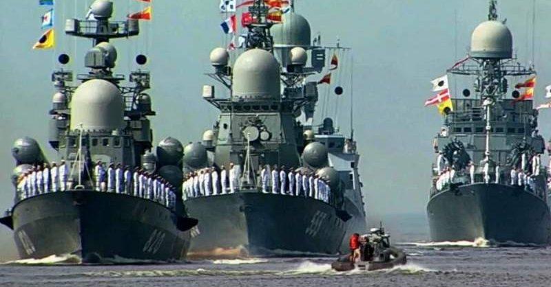 В Петербурге прошел морской парад ко Дню ВМФ