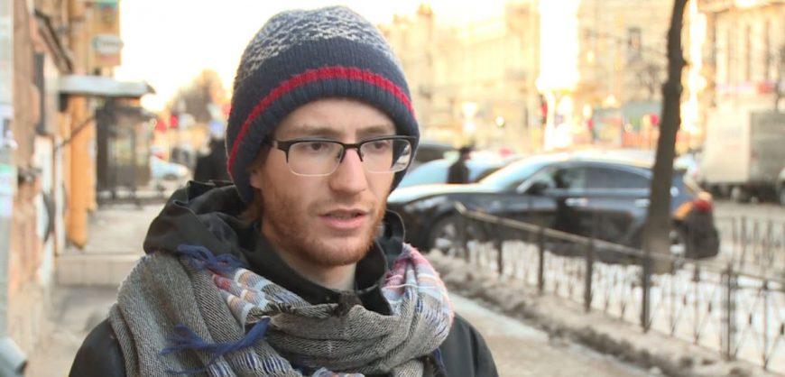 На УИК в Петербурге полицейский сломал руку журналисту после просьбы представиться