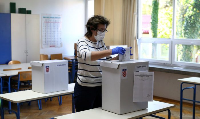 Хорватское правительство удержало позиции