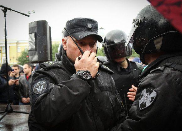 В день голосования в центр Петербурга стянули полицию и ОМОН