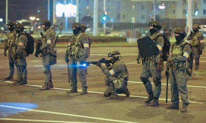 В Бресте милиция открыла огонь на поражение по протестующим
