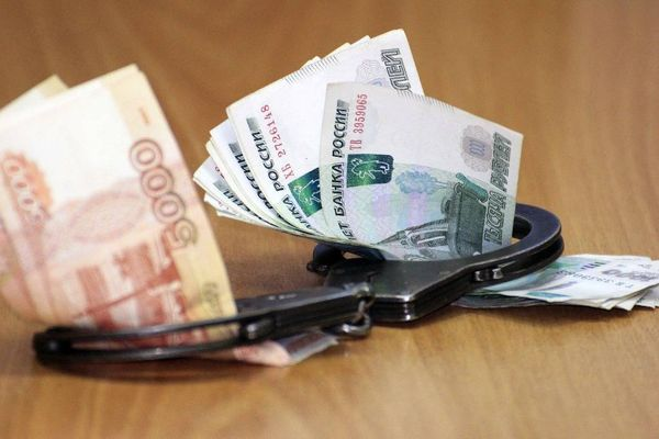 Колпинский чиновник обвиняется в получении взятки