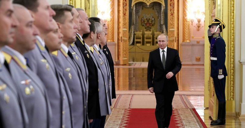 Путин отправил в отставку трёх генералов Следственного комитета